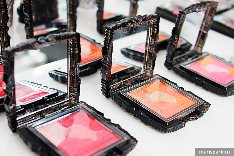 Anna Sui Make up Collection Fall 2014